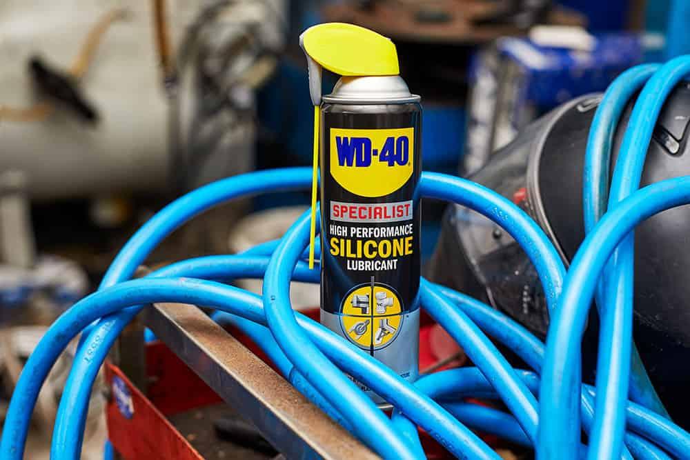 תחזוקת צינורות עם WD40